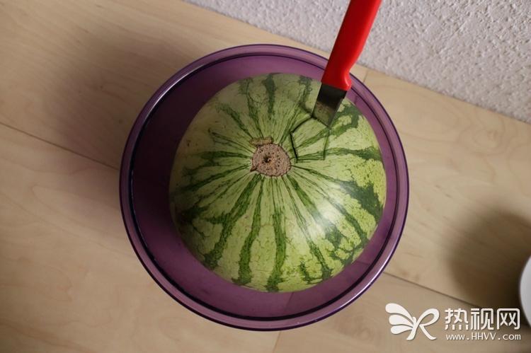 国外流行的西瓜新吃法:
