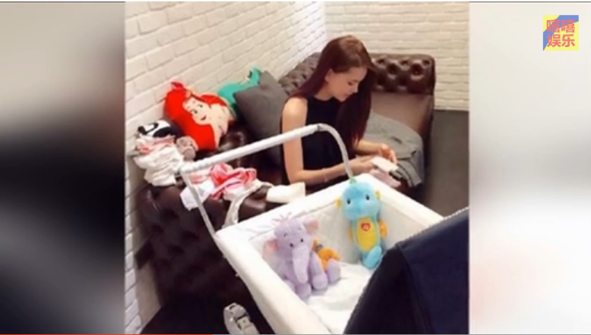 周杰伦用皇室级婴儿车宠女儿 价格高达三万元
