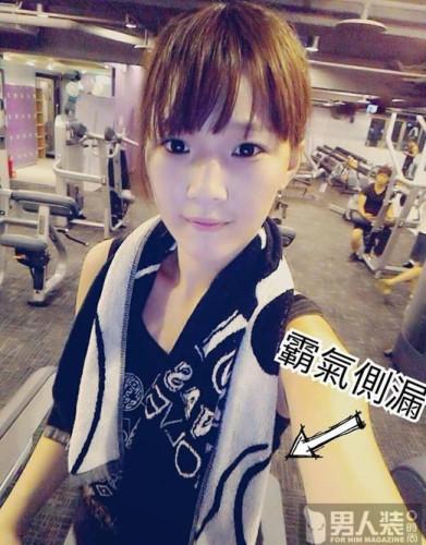 台湾嫩模晒健身照 玩瑜伽