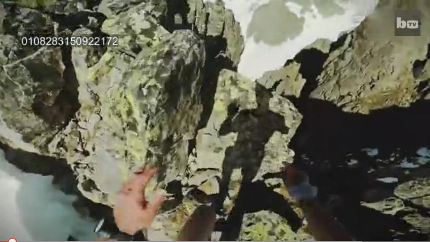 【环球趣闻】终极晨跑 登山者在2500米高的悬崖边