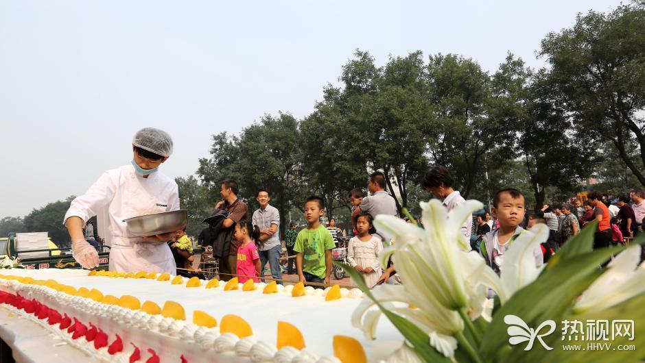 河南安阳两千人共享600斤