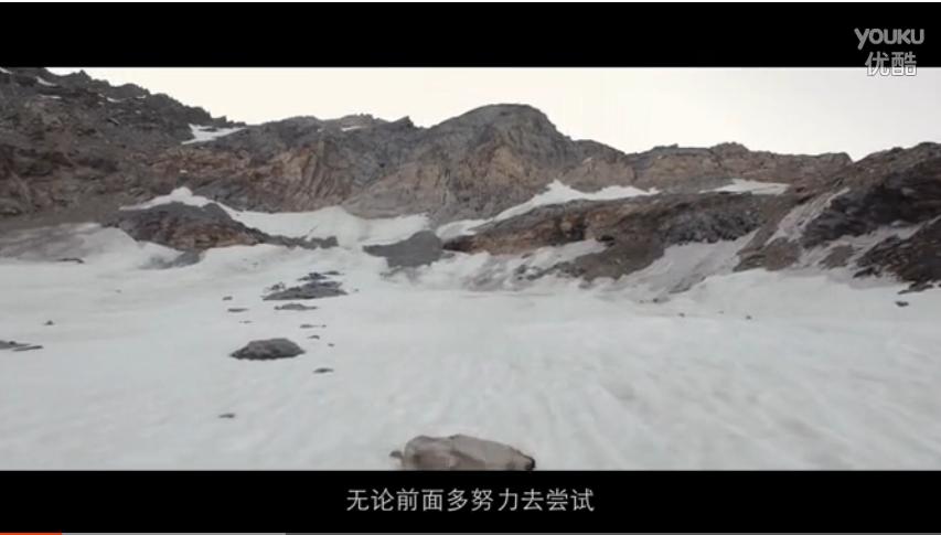 攀爬大神作死挑战 阿尔卑斯山单绳跨越悬崖