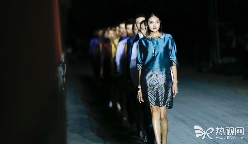 北京故宫深夜上演宫廷元素时装秀