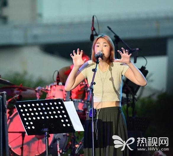王若琳上海献唱音乐节 被